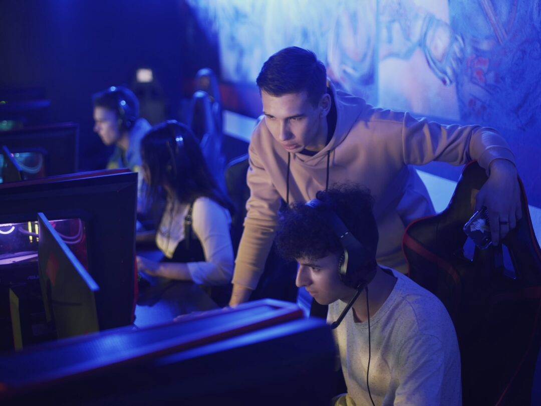 Pro Gamers trainer Explains Strategy to his apprentice PHOTO